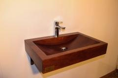 tammepuidust-kraanikauss
